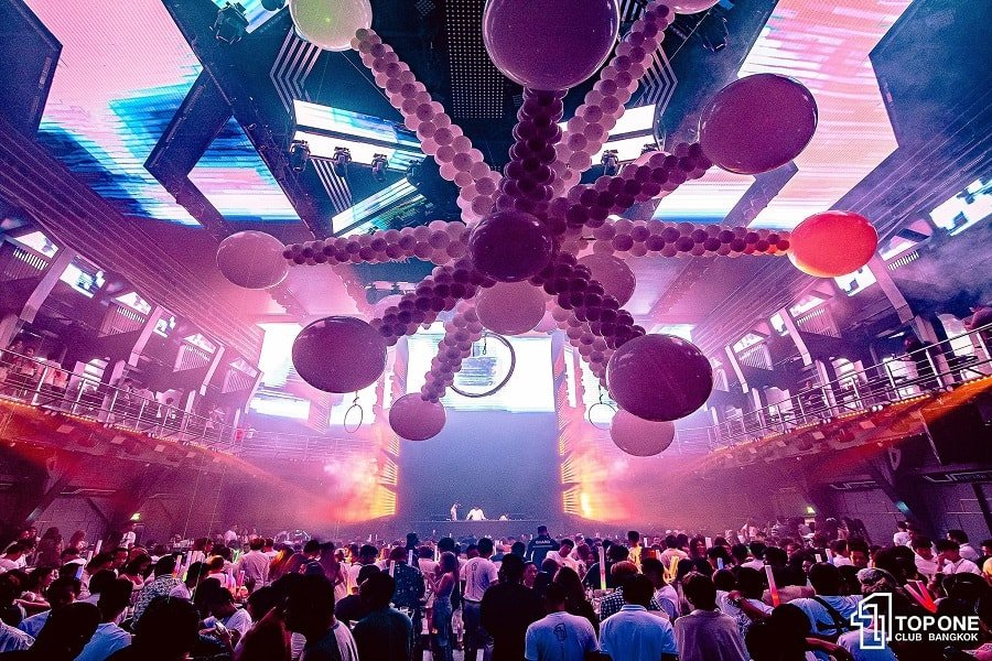huge balloons on the ceiling of TopOne Club in Ratchada