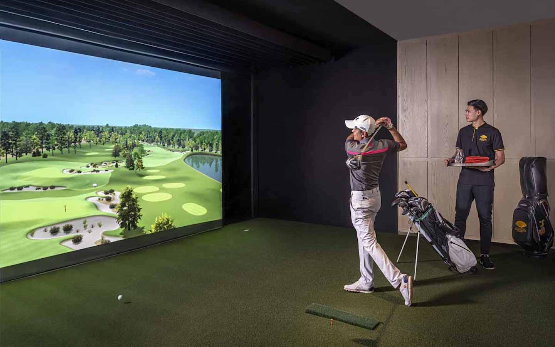 golf simulator in Bangkok with coach