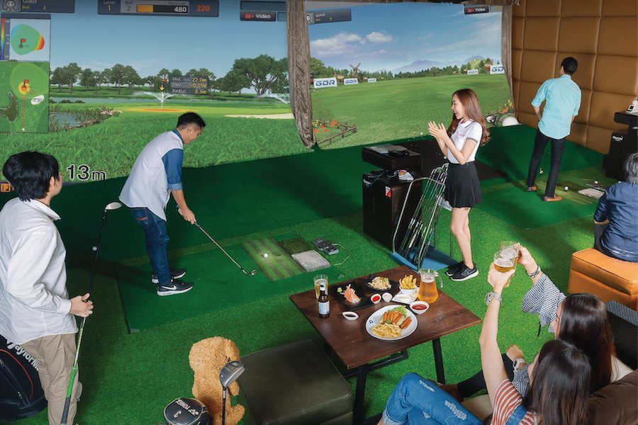 party and drinks at private golf simulator in Bangkok