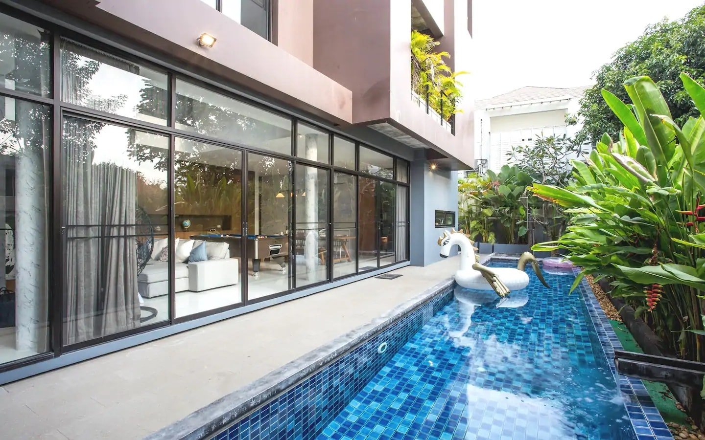 pool villa in Thonglor Bangkok with floatable unicorn in the pool