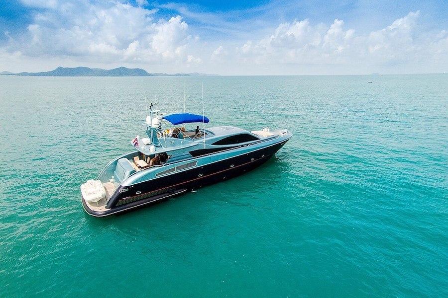 luxury private yacht charter in Pattaya