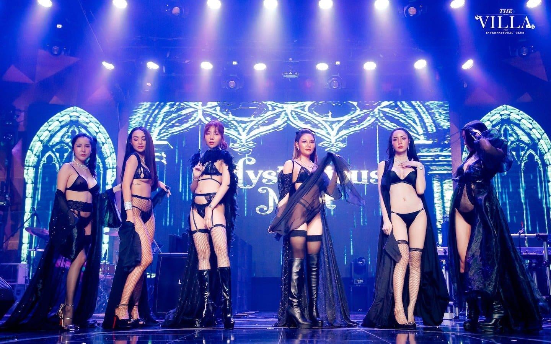 sexy Thai girls wearing black lingerie at the Villa Club in Bangkok