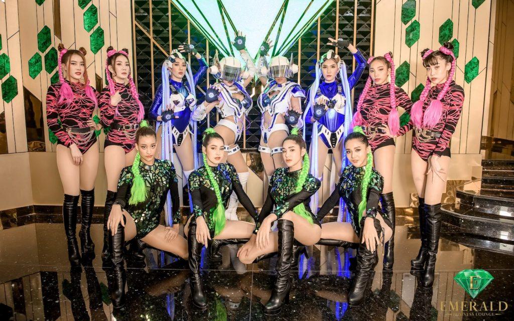 Thai girls wearing costume at Emerald Thonglor13